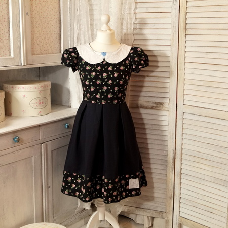 Rosenkleid mit Bubikragen - Frau Lux Vintage