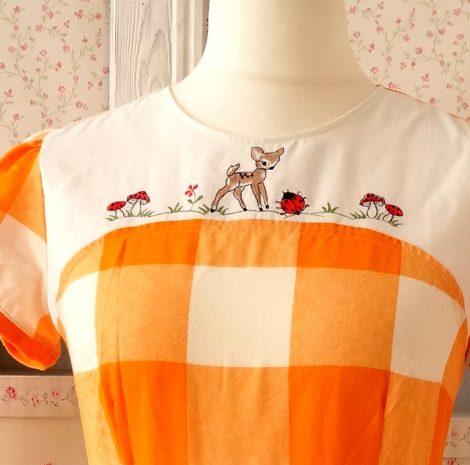 Vintagekleid mit Puffaermeln und suesser Bambi Stickerei