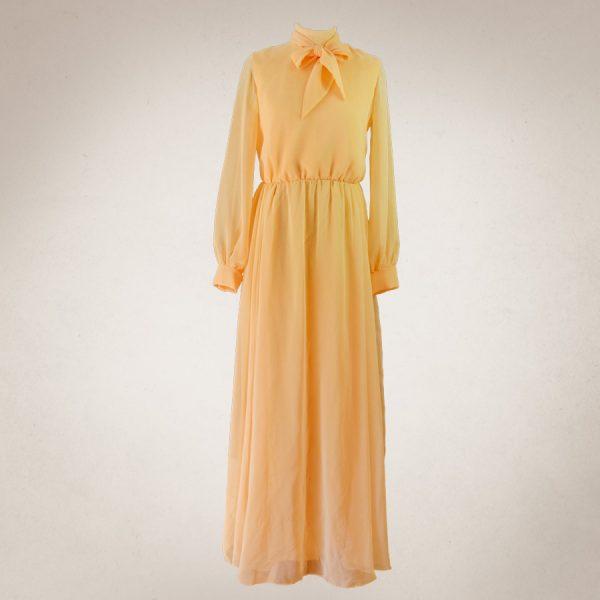 Frau Lux Vintage – langes Chiffonkleid aprikotfarbend