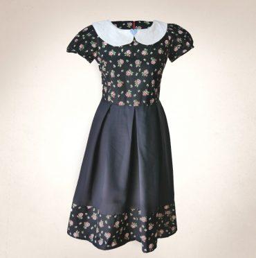 Frau Lux Vintage – Blümchenkleid mit Bubikragen