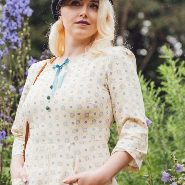Frau Lux Vintage – geblümtes Kleid im Landhausstil