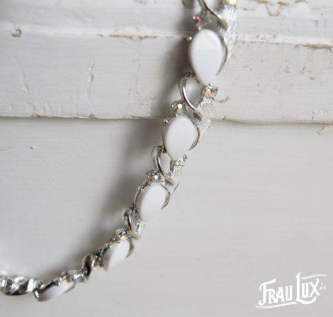 Silber Collier mit weißer Lucite Auflage
