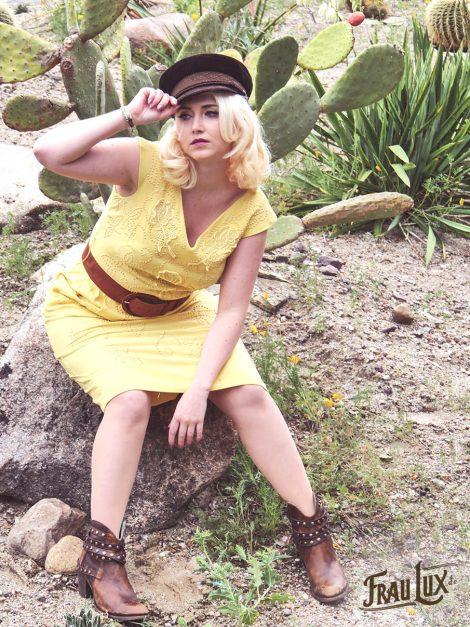 Frau Lux Vintage – gelbes Kleid mit V-Ausschnitt